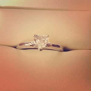 Brand new gorgeous 1/2ct wg heart engagement ring